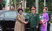 Entretien entre le ministre vietnamien de la Défense et son homologue sud-africaine