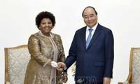 La ministre sud-africaine de la Défense reçue par Nguyên Xuân Phuc