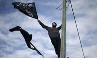 2000 Iranian protesters condemn weekly Charlie Hebdo