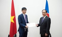 VNese Ambassador presents credentials to ASEAN Secretary General