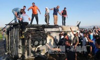 At least 10 Turkish police killed or injured in a truck bomb attack