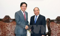 Vietnam, China continue to foster comprehensive cooperative relations