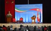 Irish President: Vietnamese students play key role in national development