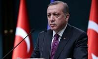 Turkey threatens to allow refugees to enter Europe