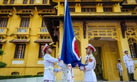 Flag raising ceremony marks ASEAN's 50th anniversary