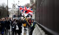EU citizen registration starts amid uncertainty, stress