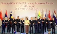 ASEAN ministers discuss completion of biggest multilateral trade deal