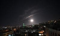 Israel fires rocket at Syria