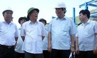 Parlamentspräsident Nguyen Sinh Hung besucht die Industriezone Vung Ang