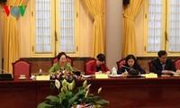 Vize-Staatspräsidentin Nguyen Thi Doan leitet die Sitzung der Kinderstiftung