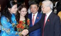 KPV-Generalsekretär Nguyen Phu Trong trifft die Bewohner im Stadtbezirk Hoan Kiem in Hanoi