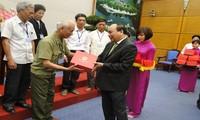Vize-Premierminister Nguyen Xuan Phuc empfängt Menschen mit großem Ansehen