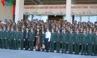 Vize-Parlamentspräsidentin Tong Thi Phong trifft Delegation der Generalversammlung der Armee