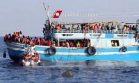 Spanien und Italien retten hunderte Flüchtlinge auf dem Meer