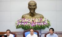 Premierminister Nguyen Xuan Phuc fordert, das sozialwirtschaftliche Ziel zu erreichen