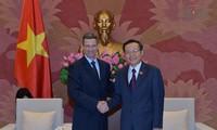 Vize-Parlamentspräsident Phung Quoc Hien empfängt Präsident von Ford Asean