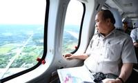 Premierminister Nguyen Xuan Phuc überprüft die Folge des Klimawandels im Mekong-Delta
