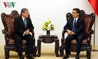 Vize-Premierminister Vu Duc Dam empfängt den kambodschanischen Informationsminister Khieu Kanharith