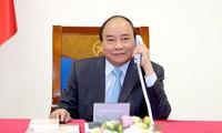 Premierminister Nguyen Xuan Phuc führt Telefongespräch mit dem japanischen Premierminister