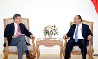 Premierminister Nguyen Xuan Phuc empfängt Harvard Professoren