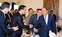 Nguyen Xuan Phuc nimmt an der Konferenz zur Investitionsförderung in der Provinz Phu Yen teil