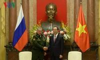 Staatspräsident Tran Dai Quang empfängt den russischen Verteidigungsminister