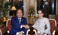 Premierminister Nguyen Xuan Phuc trifft hochrangige Politiker am Rande der ASEAN-Indien-Konferenz