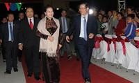 """Parlamentspräsidentin Nguyen Thi Kim Ngan nimmt am Programm """"Frühling an der Grenze"""" teil"""