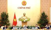 Premierminister Nguyen Xuan Phuc leitet die Regierungssitzung