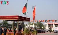 Staatspräsident Tran Dai Quang beginnt den offiziellen Besuch in Bangladesch
