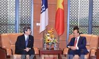 Premierminister Nguyen Xuan Phuc empfängt den ADB-Präsident Takehiko Nakao