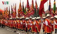 Immer mehr Touristen besuchen den Tempel der Hung-Könige