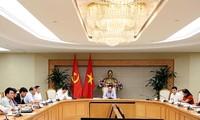 Vize-Premierminister Pham Binh Minh leitet die Sitzung über Projekte mit Krediten von WB und ADB