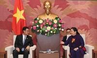 Vize-Parlamentspräsidentin Tong Thi Phong empfängt den Sekretär des laotischen Jugendverbands