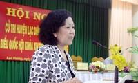 Die Mitglieder der Parteileitung und der Regierung treffen die Wähler in den Provinzen