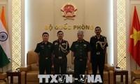 Generaloberst Nguyen Chi Vinh empfängt die Militärattache aus Indien und Israel