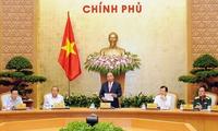 Premierminister Nguyen Xuan Phuc leitet die Debatte über die sozialwirtschaftliche Lage
