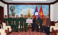 Das Verteidigungsministerium unterstützt das laotische Volk beim Dammbruch