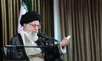 Irans geistliches Oberhaupt Ali Chamenei spricht über einen möglichen Ausstieg aus dem Atomabkommen