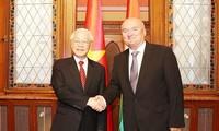 KPV-Generalsekretär Nguyen Phu Trong trifft Präsident und Vize-Parlamentspräsident Ungarns