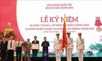 Parlamentspräsidentin Nguyen Thi Kim Ngan nimmt an Feier zum 30. Gründungstag der Dai Bieu Nhan Dan- Zeitung teil