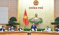 Premierminister Nguyen Xuan Phuc leitet die Monatssitzung der Regierung