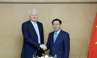 Vize-Premierminister Vuong Dinh Hue tagt mit dem Vorsitzenden von Clermont Group