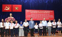 Vize-Premierminister Truong Hoa Binh besucht Cham-Volksgruppe und Khmer-Volksgruppe in Ho Chi Minh Stadt