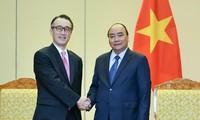 Premierminister Nguyen Xuan Phuc empfängt den Direktor der japanischen Bank MUFG