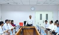 Premierminister Nguyen Xuan Phuc besucht Krankenhaus Dong Nai