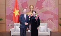 Parlamentspräsident Nguyen Thi Kim Ngan empfängt den italienischen Außenminister