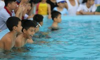 Motivierung zu Schwimmkursen gegen Ertrinken