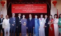 Premierminister Nguyen Xuan Phuc trifft die Vietnamesen in Kansai in Japan