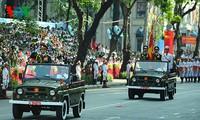Thành phố Hồ Chí Minh và Hà Nội tưng bừng trong ngày kỷ niệm chiến thắng 30/4
